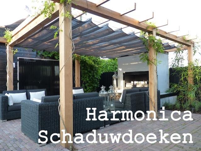Harmonicadoeken voor in een pergola