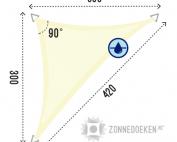 grote schduwdoek in de vorm van een uitgerekte driehoek van 300x300x420 cm in de kleur Ivoor