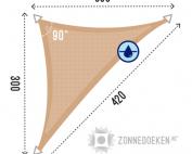 zandkleurige schaduwdoek in de vorm van een langerekte driehoe, formaat 300x300x420cm waterdoorlatend